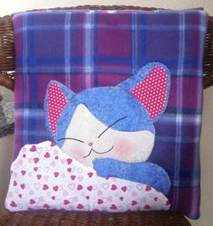 . Cat Cushion, Cushion Covers, Fat Quarter Projects, Fabric Toys, Sewing Pillows, Cat Pattern, Baby Quilts, Sewing Crafts, Dinosaur Stuffed Animal