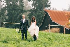 An elegant rustic barn wedding at Kelley Farm | Photography by Love Song Photo | seattlebridemag.com | bride and hunter boots