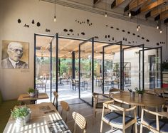 Image 8 of 23 from gallery of Kofinas / Ron Shenkin Studio. Photograph by Shai Epstein Outdoor Restaurant Design, Restaurant Interior Design, Commercial Interior Design, Commercial Interiors, Diy Outdoor Bar, Outdoor Cafe, Outdoor Dining, Indoor Outdoor, Café Exterior