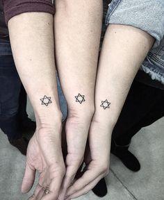 Tatuagem de estrela feminina: veja 80 inspirações e seus significados Tattoo Studio, Tattoo Estrela, Tattoo Feminina, Print Tattoos, Nails, Tiger Tattoo Design, Minimalist Tattoos, Life, Ongles