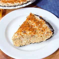 This cool and creamy no-bake Butterfinger Pie is the stuff dreams are made of. This cool and creamy Butterfinger Pie is the stuff dreams are made of. It's a no-bake dessert that's so easy to make. No Bake Desserts, Easy Desserts, Dessert Recipes, Recipes Dinner, Healthy Desserts, Butterfinger Pie, Pie Dessert, How Sweet Eats, Sweet Recipes