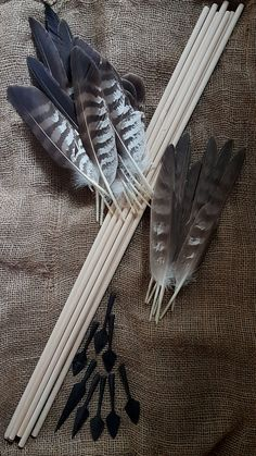 Early medieval arrow components, for set of 8 pcs. Survival Life Hacks, Survival Weapons, Survival Tools, Wilderness Survival, Camping Survival, Outdoor Survival, Archery Tips, Archery Arrows, Bow Arrows