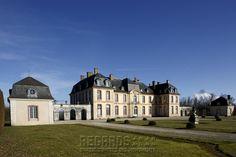Château de La Motte-Tilly, façade sur cour (South/Courtyard Facade) - Featuring: Archway & Pavillon - mid 18th Century. [source: www.Regards.Monuments-Nationaux.fr; Portfolio Collection of Regional Monuments]