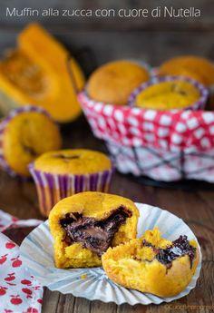 Muffin alla zucca con cuore di Nutella. Facili e golosissimi. Oat Muffins, Food Porn, Food And Drink, Cupcakes, Healthy Recipes, Chocolate, Breakfast, Sweet, Desserts