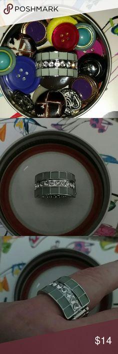 NWT FUN SAGE GREEN / SILVER TONE RING Design as Shown  NWT OSFA ... STRETCH BACK Blu boutique  Jewelry Rings