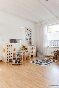 Een kinderhoek / speelhoek in de woonkamer van Fins vuren | Binti ...