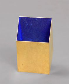 Giampaolo Babetto. Brooch: Untitled, 1995. Gold, blue pigment.. 6.2 × 4 × 2.6 cm.