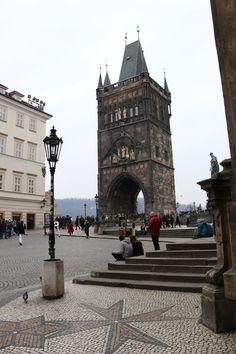 IMG_7609 Pont Charles, Blog Voyage, Romanesque, Tower Bridge, Places, Travel, Inspiration, Visit Prague, Colorful Houses