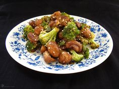 Brokolica so sampinonmi a porom Vegan Recipes, Vegan Food, Kung Pao Chicken, Sprouts, Broccoli, Stuffed Mushrooms, Dishes, Vegetables, Indie