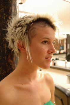 haircut by jezz, www. Funky Short Hair, Girl Short Hair, Short Hair Cuts, Short Hair Styles, Vintage Hairstyles, Girl Hairstyles, Hairdos, V Bangs, Glamorous Hair