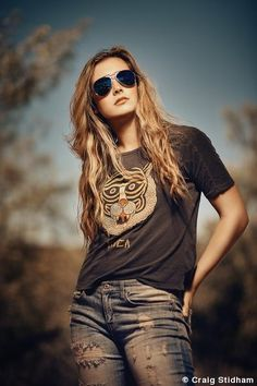 Photography creative poses portraits 48 Ideas for 2019 Outdoor Fashion Photography, Outdoor Portrait Photography, Photography Poses Women, Fashion Photography Inspiration, Photography Ideas, Nature Photography, Modeling Photography, Outdoor Portraits, Glamour Photography