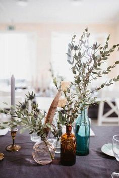 Trendy Bohemian Wedding Decorations ★ bohemian wedding decorations centerpiece with greenery branch feathers and glass vases and bottles patrick karkkolainen wedding centerpieces diy Trendy Bohemian Wedding Decorations Decoration Branches, Greenery Centerpiece, Centerpiece Ideas, Simple Table Decorations, Diy Centerpieces Cheap, Non Floral Centerpieces, Quince Decorations, Vase Ideas, Floral Arrangements