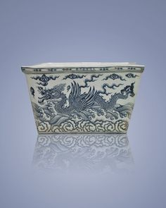 XUANDE PERIOD BLUE & WHITE PORCELAIN ICE CHEST : China Ming Dynasty