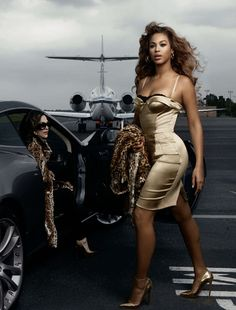 Love the look of candid but it's not. Tones and props. Beyonce and Tina Knowles by Annie Leibovitz for American Express Annie Leibovitz Photos, Anne Leibovitz, Annie Leibovitz Photography, Style Beyonce, Beyonce And Jay Z, Beyonce Body, Destiny's Child, Britney Spears, Rihanna