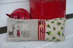 Moon Pie Primitives; Santa pinkeep (love her fabric choices)