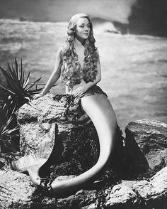 GLYNIS-JOHNS-B-W-8X10-PHOTO-AS-MERMAID-MIRANDA-ON-ROCKS