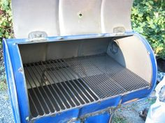 If you want to be a true pit master, you need to know how to build your own barrel grill. Just don't make this one mistake in the very beginning. 55 Gallon Drum Smoker, Bar B Que Pits, Oil Drum Bbq, Bbq Spit, Barrel Grill, Oil Barrel, Barbecue Pit, Diy Grill, Design Jardin
