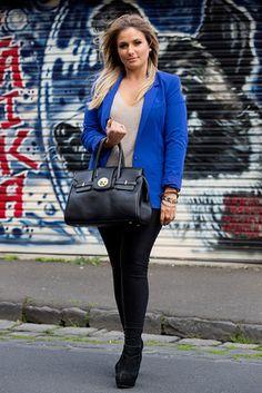 Yarraville, MELBOURNE. Kerry Tseros, makeup artist. Bardot jacket and pants, Hermès bag, Tilkah bracelets. アジアの街角ファッションスナップ―メルボルン、バンコクなど - WSJ.com