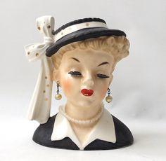 napco vase tête planteur dame femme Japon collier de perles Boucles d'oreilles cils rouge Vintage 1950 lèvres statue de figure figurine chapeau noir & blanc