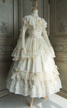 Old Fashion Dresses, Old Dresses, Vintage Dresses, Vintage Outfits, 1700s Dresses, Pretty Outfits, Pretty Dresses, Beautiful Dresses, Kleidung Design