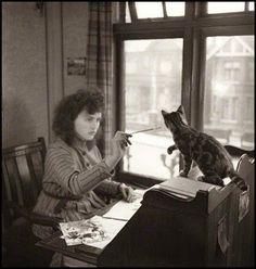 Virginia Woolf and her cat. La mia vita non valeva un dollaro bucato : V. Woolf - Si sentiva molto giovane...... #iLoveAnimalsToo #ancheIoAmoGliAnimali #yoTambienMeEncantanLosAnimales