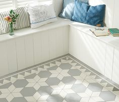 Original Style - VFT - Carlisle pattern with Woolf border in Grey and Dover White.jpg 1,000×864 pixels