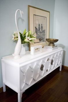 Hollywood Regency | Emily Henderson sofa table