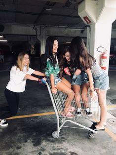 Foto no supermercado com amigas #tumblr