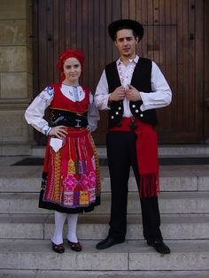 Hello all , Today I will be entering another new country, Portugal. This is the most famous costume of Portugal, and the most colorful.