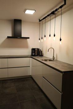 De Industriële Loftbar van Loftdeur.nl is zeker het bekijken waard! Slot, Kitchen Cabinets, Home Decor, Ad Home, Projects, Decoration Home, Room Decor, Cabinets, Home Interior Design