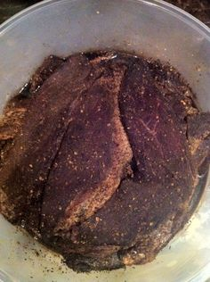 After you will already begin to see there is now liquid that has begun to be drawn out of the meat. This is a good sign your biltong is on it's way! South African Shop, Food Business Ideas, Dry Rice, Buttermilk Recipes, Biltong, Sausages, Recipies, Food And Drink, Cooking Recipes