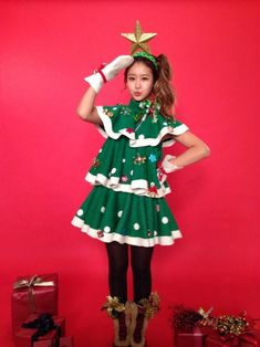 Crayon Pop dress up as Christmas trees for their upcoming carol! Funny Christmas Outfits, Christmas Tree Dress, Diy Ugly Christmas Sweater, Ugly Sweater Party, Christmas Tree Costume Diy, Tacky Christmas Outfit, Tacky Sweater Diy, Christmas Holiday, Holiday Ideas