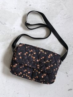 KIT til Hollytaske - Liberty Elizabeth Things To Buy, Stuff To Buy, Diy Bags, Backpack Bags, Louis Vuitton Monogram, Purses And Bags, Liberty, Random Stuff, Style Inspiration