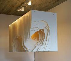 Angela Glajcar est une artiste contemporaine allemande. Son matériau de prédilection pour la conception de ses oeuvres est le papier. Cela fait déjà longtemps qu'Angela expose ses réalisations aux quatre coins du monde.  Le principe de ses oeuvres est simple, elle aligne des feuilles, les découpe ou les déchire pour former des excavations inspirées des glacier, de la roche, des vortex imaginaires…