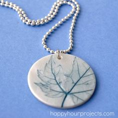 Leaf-Imprinted Clay Necklace: Small leaves Polymer clay and roller, possibly a clay cutter depending on your design idea Jump ring and chain Optional acrylic paint and sealer (like Sculpey Gloss Glaze) Polymer Clay Pendant, Polymer Clay Jewelry, Clay Beads, Jewelry Crafts, Handmade Jewelry, Jewelry Art, Diy Fimo, Diy Gifts, Handmade Gifts