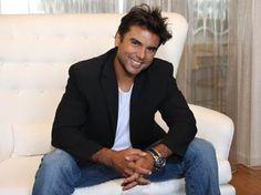 This man has sch a nice smile. Beautiful Men, Beautiful People, Latino Men, Male Beauty, Man Crush, Look Fashion, Hot Guys, Eye Candy, Suit Jacket