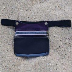 Riñonera de Tela unisex y reguble con colores combinados. Disponible en riñonera.com
