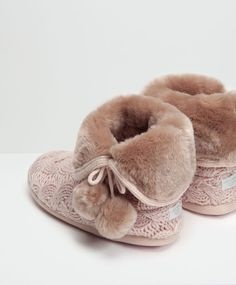 Mink cable knit wool and faux fur slipper boots - Slippers - FOOTWEAR Bunny Slippers, Winter Slippers, Cute Slippers, Crocheted Slippers, Felted Slippers, Pyjamas, Fashion Shoes, Kids Fashion, Kawaii Shoes