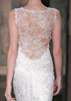 Vetsidos de noiva com costas bordadas #clairepettibone