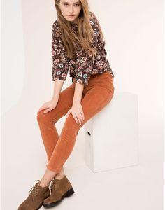 http://www.pullandbear.com/pt/pt/mulher/calças/calças-5-bolsos-bombazina-c29021p6037974.html
