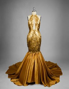 Gilded feather couture mermaid dress Informations About Vergoldeter Feder-Couture-Meerjungfrau-Kleid Pretty Dresses, Beautiful Dresses, Weird Dresses, Fantasy Gowns, Mermaid Gown, Mermaid Dresses, Mermaid Clothes, Mermaid Outfit, The Dress