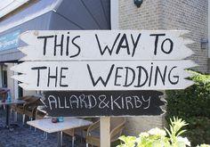 Voor bij de ingang van de locatie. Iedereen weet gelijk waar ze moeten wezen Diy Wedding, Home Decor, Decoration Home, Room Decor, Home Interior Design, Home Decoration, Interior Design