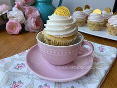 Jahodové cupcakes Kefir, Mini Cupcakes, Baked Goods, Cheesecake, Food, Pastries, Pizza, Cheesecakes, Essen