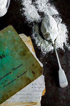Hierdie basiese Gluten vrye meel resep is geskik om al jou gebak te vervang. Onthou dat gluten 'n protein is en in gebak is die doel van gluten om die raamwerk te vorm van Cake Cookies, Icing, Om, Protein, Gluten