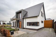 Villa Design, Roof Design, House Design, House With Porch, House Front, 1970s House Renovation, Bungalow Loft Conversion, Home Exterior Makeover, Minimal Home