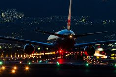Night Flight - Japan Airlines Boeing 777 lining up for take off at Osaka Itami - wikimedia