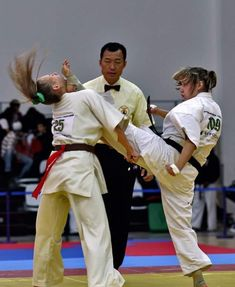 Judo Girl showing her skill and showing why Judo is one amazing Martial art with power skill and the ability to to take almost anyone down. Karate Suit, Karate Fight, Karate Girl, Female Martial Artists, Martial Arts Women, Kyokushin Karate, Mma, Fighting Poses, Ju Jitsu