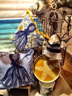 By #ThomasPaul #Pillows #Home #Decor #Interior #Design #VivirBonito Visíta nuestra página www.juliana.mx