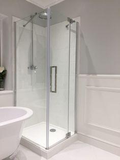 Small Bathroom With Bath, Bathroom Color Schemes, Cottage Renovation, Home Decor Inspiration, Bathroom Designs, Bathroom Ideas, New Homes, Bathtub, Guest Rooms