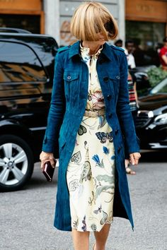 Milan Fashion Week anna wintour in a navy jacket